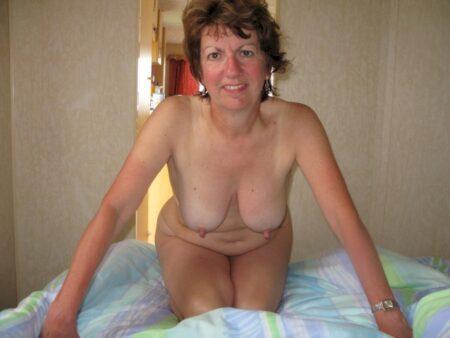 Cougar sexy soumise pour libertin séduisant