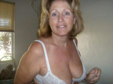 Je veux un plan sexe torride avec un homme docile sur Lourdes