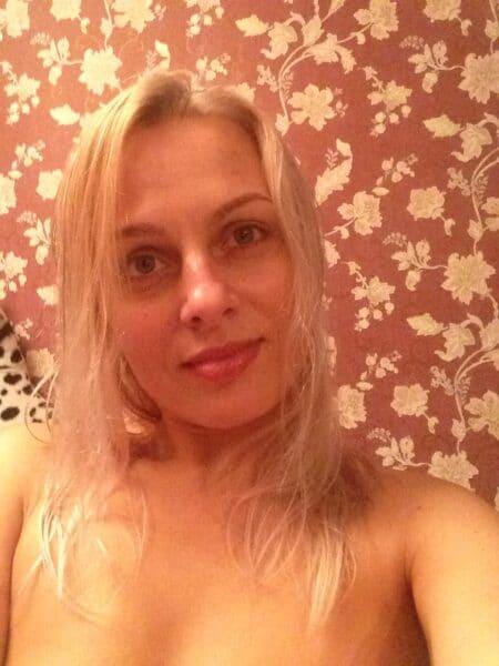 Jeune femme coquine recherche son libertin pour un plan q sur le 42