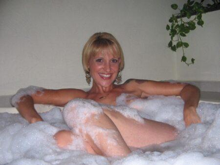 Pour une nuit hot avec une femme cougar sexy