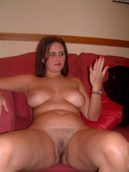 Une jeune femme coquine sur le 72 pour de la rencontre réelle